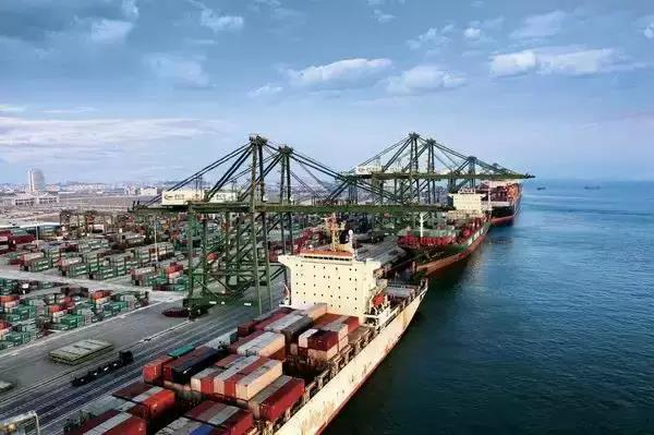 铁路专用线运输在港口和大型物流园区的运用